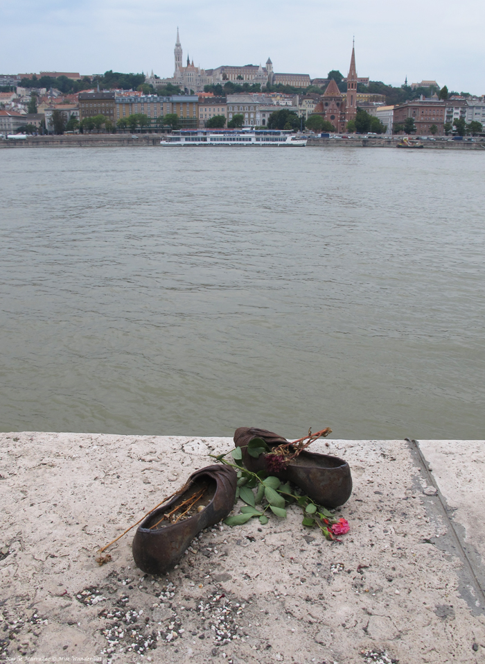 shoes-on-the-danube-bank